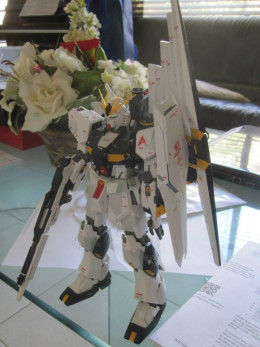 These days, the 1/100 scale for Gundam would usually mean that it is a Master Grade model. In this case, this is the RX-93 Unicorn Gundam.