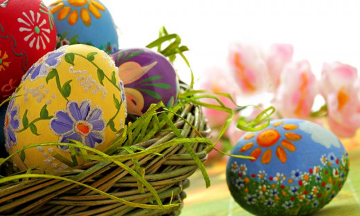 Give Your Easter Celebrations a grand look with these beautiful Easter Eggs and Egg Ornaments