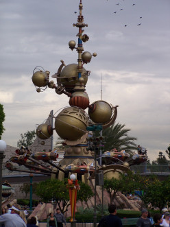 Things To Do At Disneyland: Tomorrowland