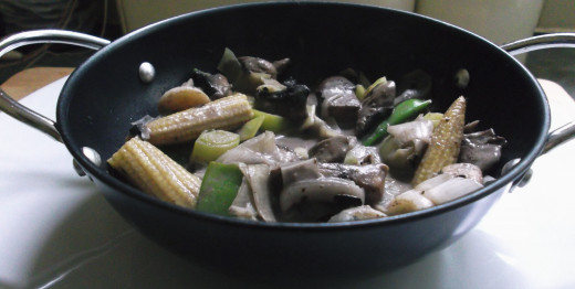 Vegan  mushroom curry: Easy, tasty, nutritious!