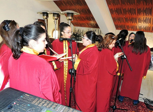 The choir girls singing the prayer songs in Syriac prior to the Ordination ceremony.