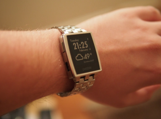 Pebble Steel - brushed stainless with steel wristband