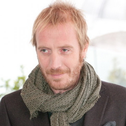 Rhys Ifans plays Spike, the scene-stealing roommate to Hugh Grant's character in Notting Hill. Source: Wikimedia Commons, Mikhail Popov, CC BY-SA 3.0.