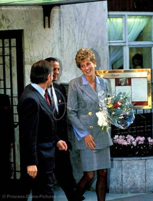 Princess Diana and Jeffrey Archer at the Mirabelle Restaurant. - November 1993