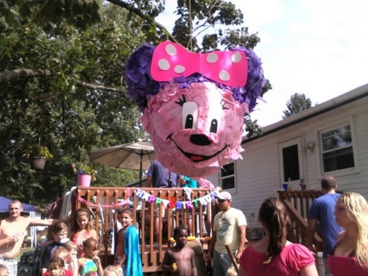 Here is a piñata I made for my daughters last birthday...same technique