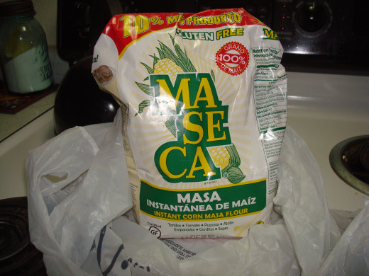 this is what I use,looks like flour but texture is a bit thicker than flour and softer than corn meal