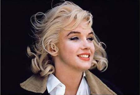 Marilyn rocking a trench coat with her button-down.