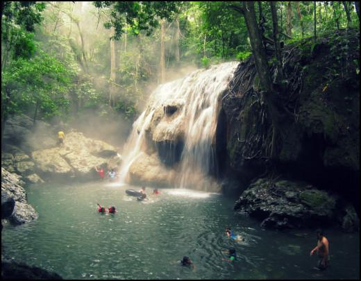 Finca El Paraiso's hot waterfall