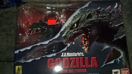 The box package for SH MonsterArts Godzilla 2000.