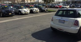 Another picture of the same dealership, with a variety of MINI's.