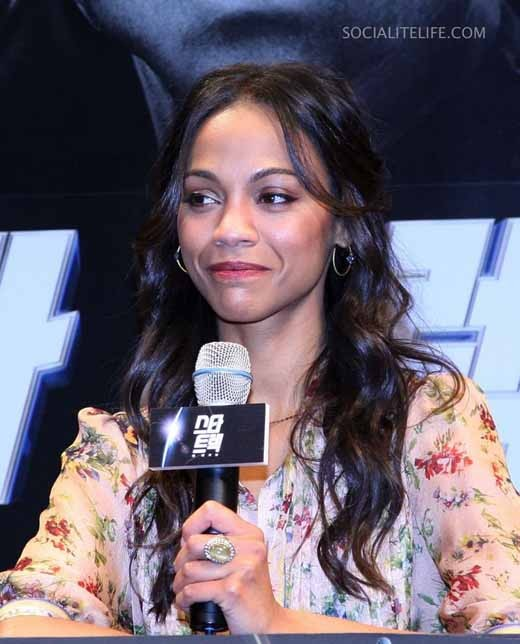 Zoe Saldana answering questions