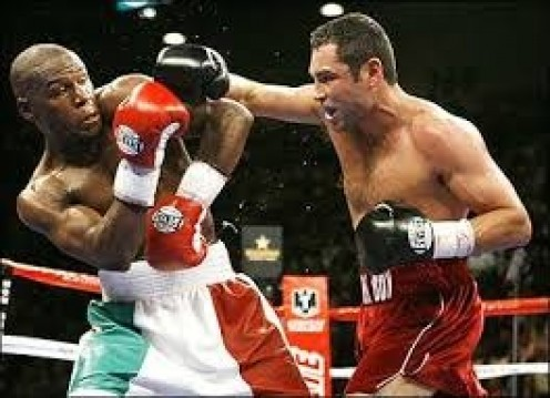 Floyd Mayweather countered Oscar De La Hoya's right hands with his own counter rights with were strait and accurate.