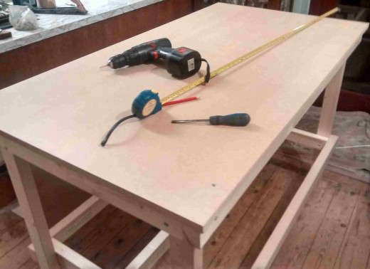 P25 - Fit the MDF Shelf and Worktop
