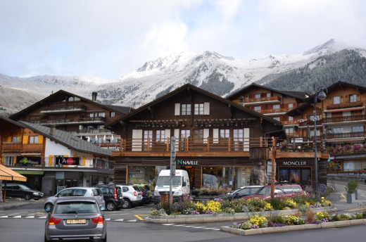 A minibus dropped me in the morning at Verbier from Geneva Airport. First of the first thing I did was to check into one of the designated lodges or so called cottages where other team members had arrived.