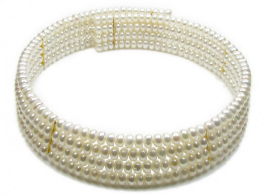 Striking 4 rows freshwater pearl collar necklace