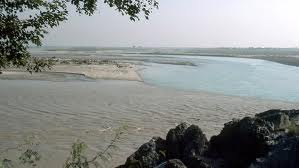 The muddy waters of Kabul River merge with clear waters of Indus about 21 kms southeast of Nowshera.