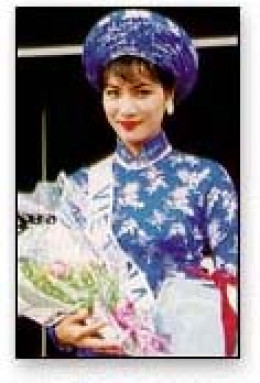 "Truong Puynh Mai in 1995 ""Miss Universe"" contest: this blue-white ao dai was chosen as the best national apparel"