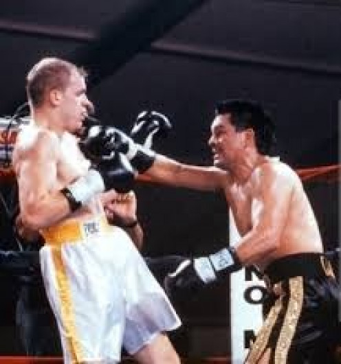 Roberto Duran (Right) knocked out then undefeated Sean Fitzgerald on Tuesday Night Fights.