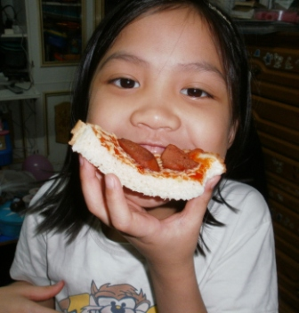 Enjoy eating the bread pizza