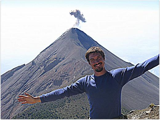 Volcan Fuego erupts
