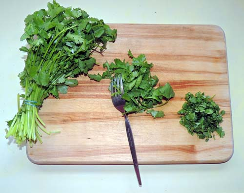 fork that cilantro...right off of its stem & chop coarsely. Set aside.