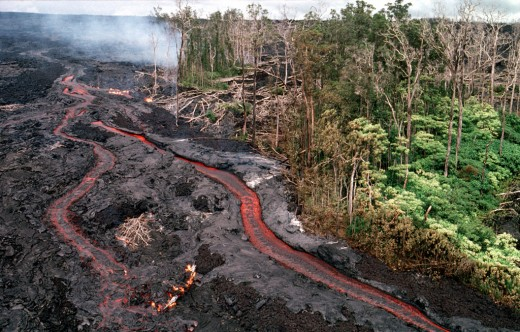 Lava channels flowing from Kupaainaha volcanic vent toward the ocean.