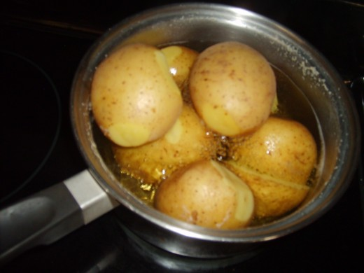 Boiling some potatoes