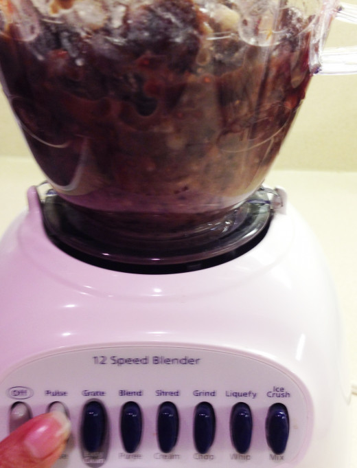 When processing, because it is thick, you may need to switch between settings to produce a smooth paste or dough.