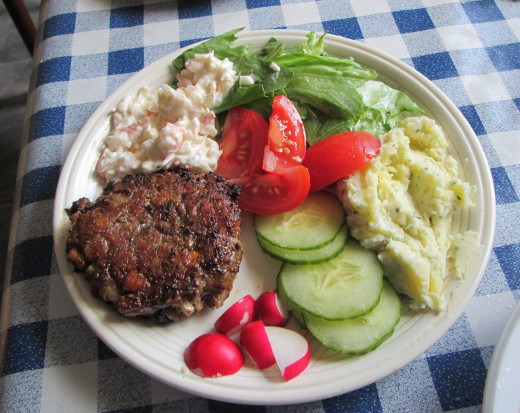 Beefburger with a Side Salad