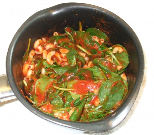 This fast pasta with tomato pasta sauce, baby spinach, and grated parmesan cheese requires only one pot.