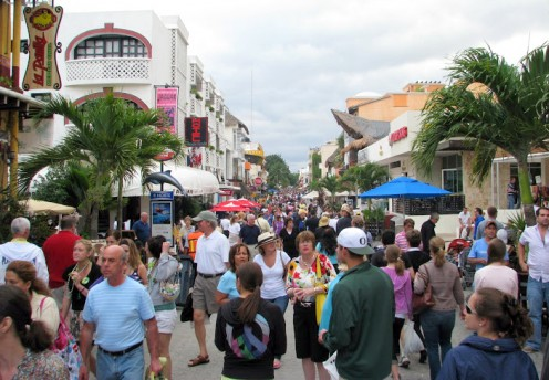 Shopping can be fun even for guys. Playa del Carmen's 5th Avenue has a festive atmosphere. © Scott Bateman