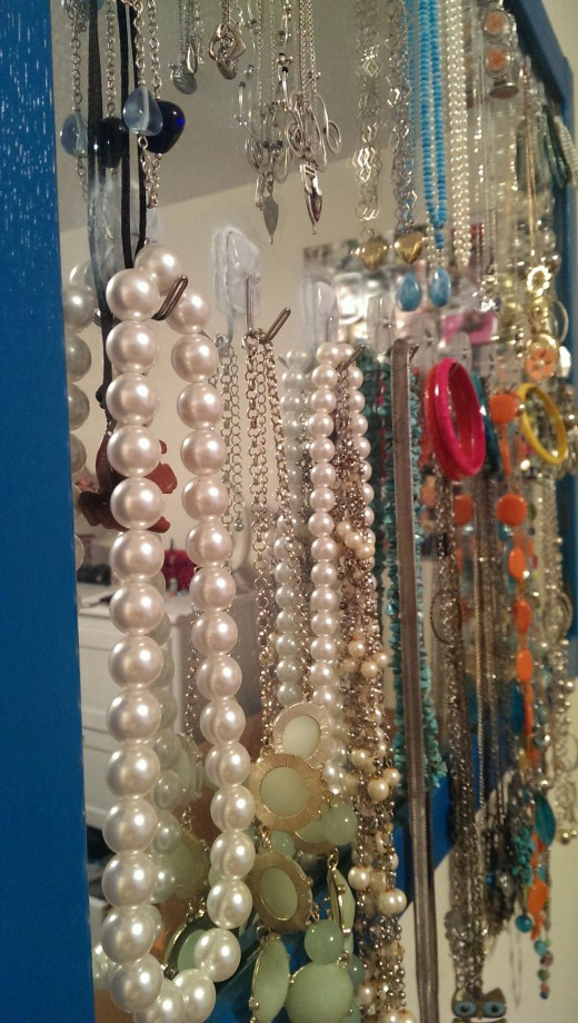 so pretty...and a great way to display your jewelry!