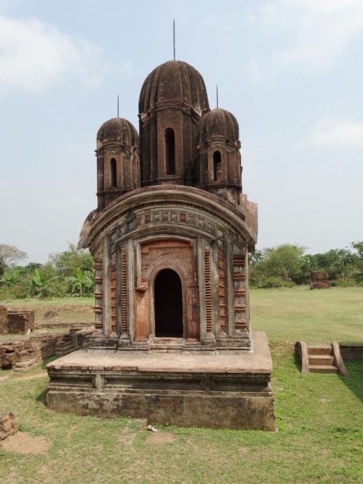 Pancharatna type Shiva temple
