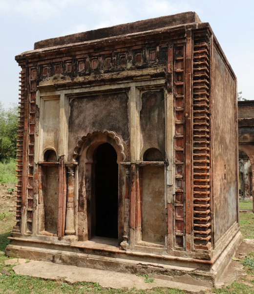 A small Dalan type temple inside Kachhari Mahal