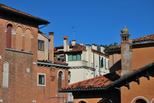 Rooftops in Lido. Source; my own photos.