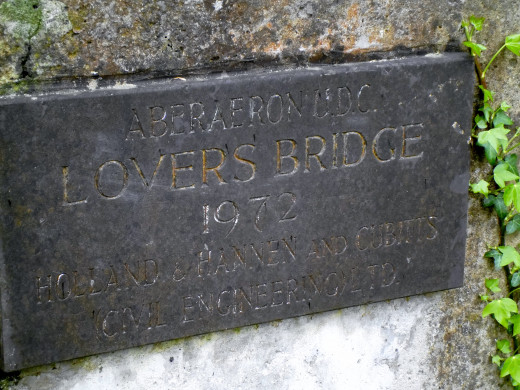 The original plaque on the bridge.