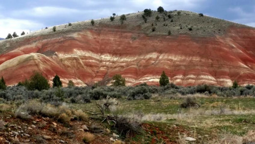 These painted hills may be enjoyed along the drive from Highway 26 before you even get to the Park