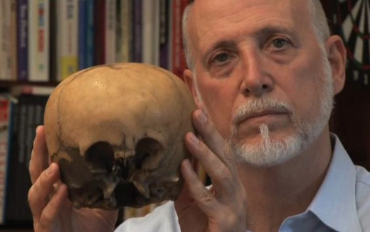 Lloyd Pye did a lecture tour concerning topics such as human origins, big foot, evolution, creation, aliens and on the Star Child, the imitation skull shown here.