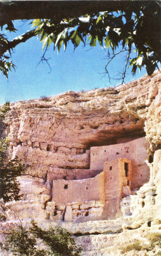Arizona's largest cliff dwelling over 100 ft above ground.