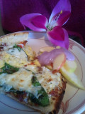 15-minute Bacon Spinach Breakfast Pizza & Apple Salad