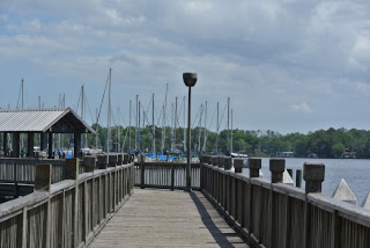 Mandarin Park offers a playground, beautiful scenery and a boat ramp for boats to enjoy the river.