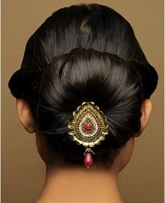 Picture of a neat traditional Bangladeshi wedding khopa/bun.