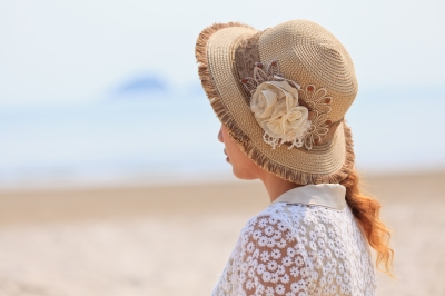A hat along with suncreen and sunglasses are great ways to protect the skin from developing brown spots.