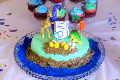 Use toys and accessories around the house to easily decorate cakes and cupcakes.