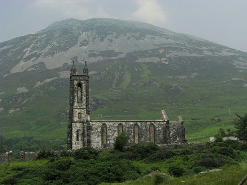 Dunlewy Old Church Note – the Google maps here are useless. Please refer to OSI Discovery Series Sheet 1 from which all accurate grid references have been made. Ruined church standing under Errigal Mountain in Co. Donegal. The walls are still complet