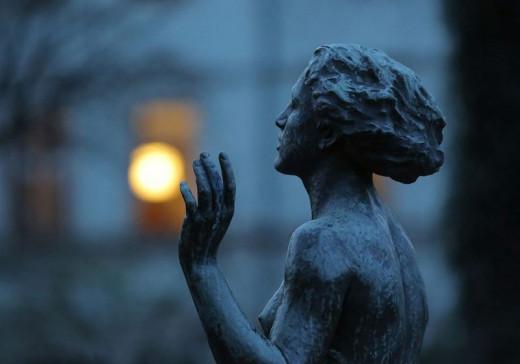 """Sculpture by Felix Pfeifer - """"Genesung"""" in Rosengarten in Dresden, Photograph by Franziska Bauer"""