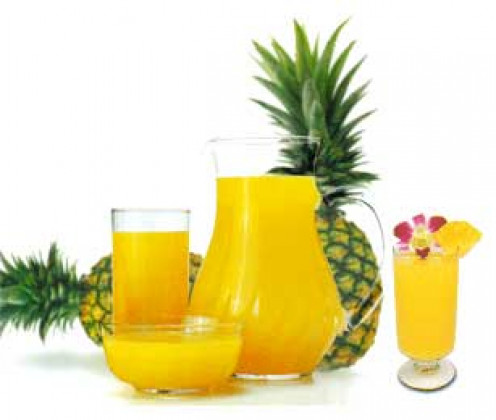 Pineapple and cups full of pineapple juice