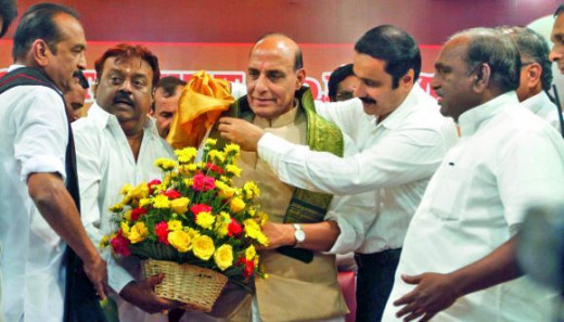 Actor-politician and founder of DMDK Vijayakanth presents a flower bouquet to BJP national president Rajnath Singh while Dr. Anbumani Ramadoss, PMK leader, presents a shawl. They are joined by MDMK chief Vaiko and other leaders in greeting the BJP se