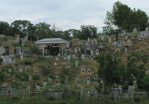 Cemetery in Samarkand, Uzbekistan photo by Doris Antony, Berlin
