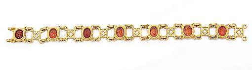 yellow gold bracelet with intaligios Castellani circa 1860
